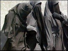 salafi muslim women covered in niqab