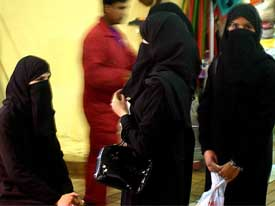 Four Muslim women in Kuwait City waiting for their (shared) husband. 'Kuwait law allows each Muslim husband up to four wives, who must be covered from head toe while in public and walk behind the man.' (Photo: SSgt. Derrick C. Goode, USAF)