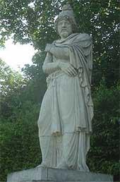 Statue of Tiridates I of Armenia; André, 1687; Parc et jardins du château de Versailles (Photo: Eupator)